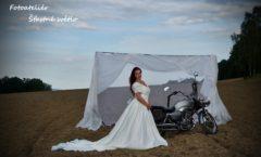 Nevěsta s motorkou exteriér