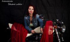 Dívky s motorkama